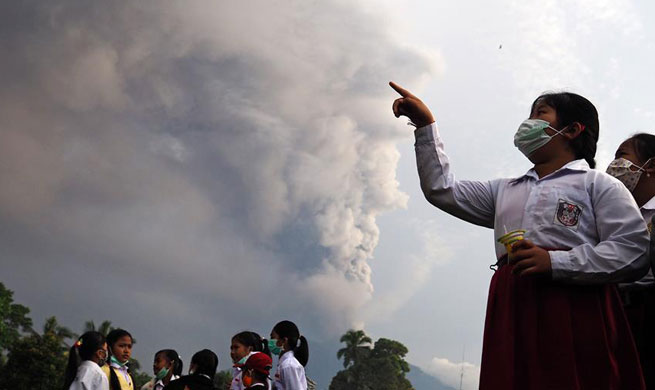 Indonesia assures volcano eruption not to directly threat tourists in southern Bali