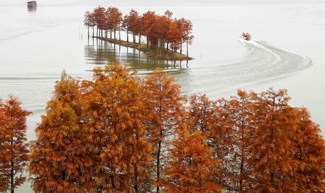 Tourists visit Tianquan Lake in E China's Jiangsu