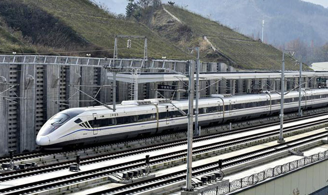 China's 1st rail route to run through Qinling Mountains starts test run