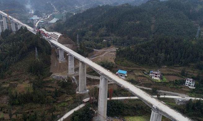 Qianjiang-Zhangjiajie-Changde Railway under construction