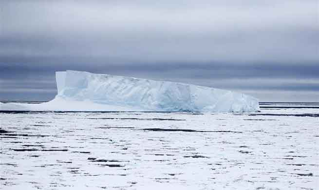 Xuelong enters Antarctic Circle to start 34th expedition