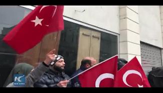 Turkish protestors take down Dutch flag amid diplomatic row