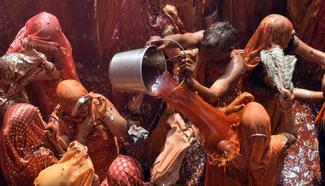 """People play """"Huranga"""" in N India"""