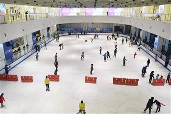 Skiing and skating witnesses boom in East China's Zhejiang