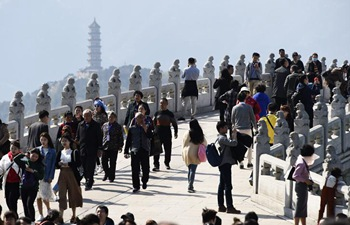 Tourists enjoy leisure time during Qingming Holiday