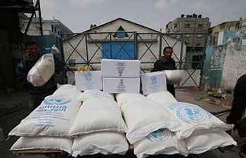 Palestinians in southern Gaza receive food supplies from UN agency
