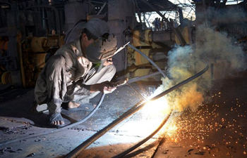 Pakistani laborers work at iron factory ahead of Int'l Labor Day