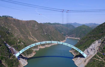 Aerial photos show Luohe Bridge after closure of arch rib in central China