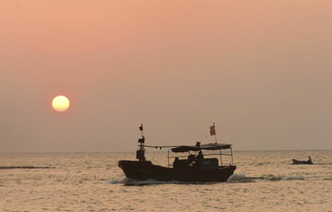 Summer fishing ban starts in China's Hainan
