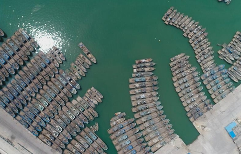 Boats berthing as China starts summer fishing ban