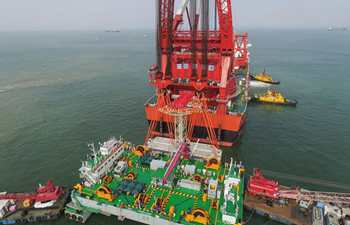 Key structure installed in HK-Zhuhai-Macao cross-sea bridge