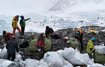 Nine-day cleaning campaign on Mount Qomolangma kicks off in China's Tibet