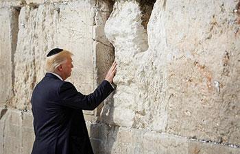 Trump visits Western Wall in Jerusalem