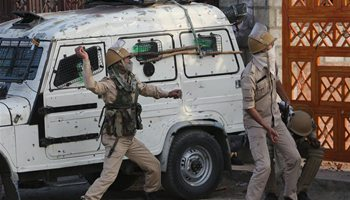 Kashmiri protesters clash with Indian police in Srinagar