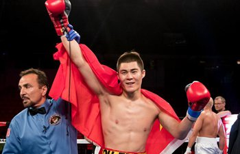 Chinese boxer Qu Peng beats Robbie Mendez at cruiserweight in Chicago
