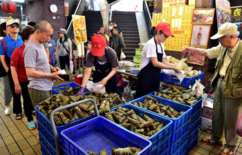 "People buy ""zongzi"" to greet Dragon Boat Festival in Taipei"