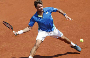 Wawrinka, Monfils ease into 3rd round at French Open
