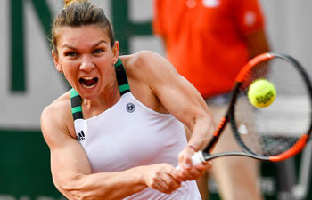 Simona Halep advances at French Open