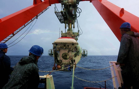 Chinese submersible Jiaolong conducts dive in Yap Trench