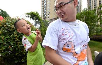 Children paint on T-shirts to greet Father's Day in Hefei