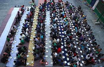 Muslim orphans wait for Ramadan iftar in Kashmir