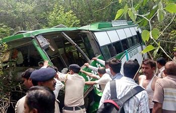 At least 10 killed, 30 injured in bus accident in northern India