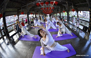 Enthusiasts practice yoga in Hubei