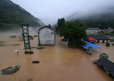 Lasting heavy rainfall leads to floods in China's Hunan