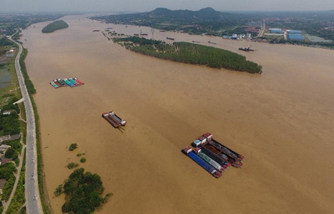 Water level of Xiangjiang River in Changsha receding