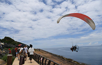 Tourists enjoy scenery of Yehliu Geopark in China's Taiwan