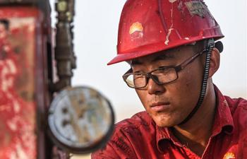 Work goes on in Tarim oilfield despite extreme heat