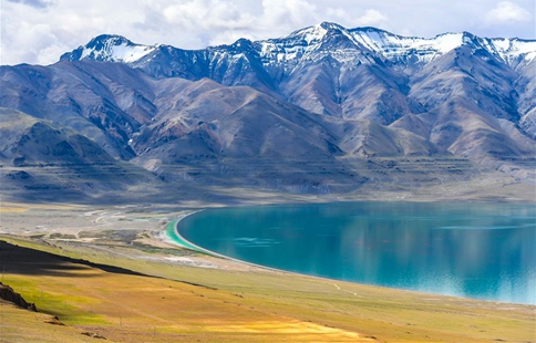 Scenery of Tangra Yumco Lake in China's Tibet