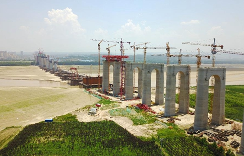 Grand highway-railway combined bridge under construction in C China