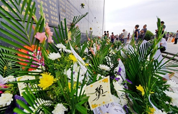 People mourn for relatives lost lives in 1976 Tangshan earthquake