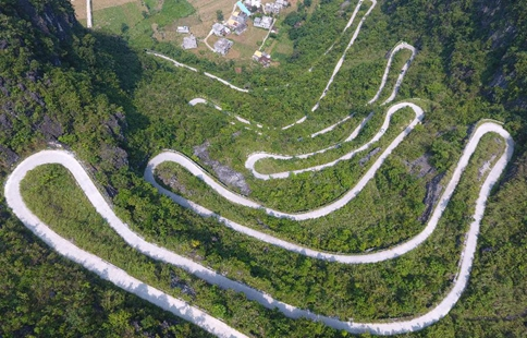 Highway winding across mountains in S China's Guangxi