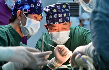 Pic story: famous doctor helps patients in E China's hometown
