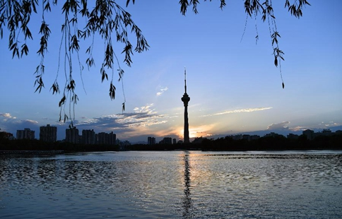 Sunset landscape at Yuyuantan park in Beijing