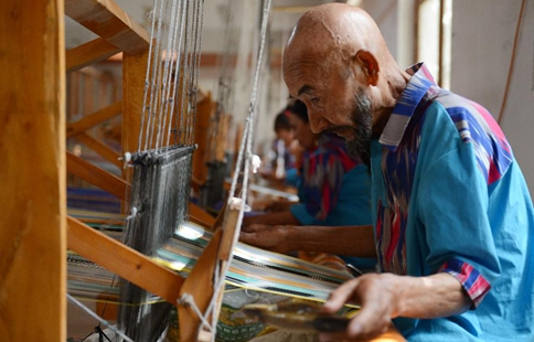 Etles silk production craft revived in Xinjiang