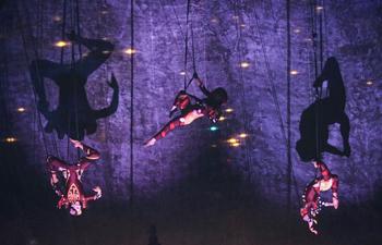 """Multi-media acrobatic show """"Nomadic Tempest"""" presented in Canada"""