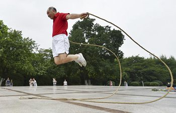 Retired PE teacher creates over 100 kinds of rope skipping techniques