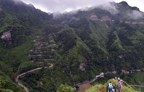Tourists visit Qinglong County in SW China's Guizhou