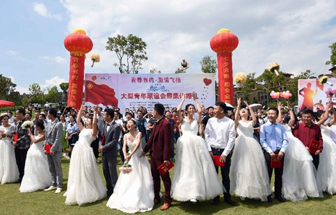 Mass wedding ceremony held in SW China's Yunnan