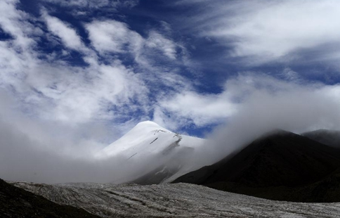 Scenery of Yuzhu Peak of Kunlun Mountains in NW China's Qinghai