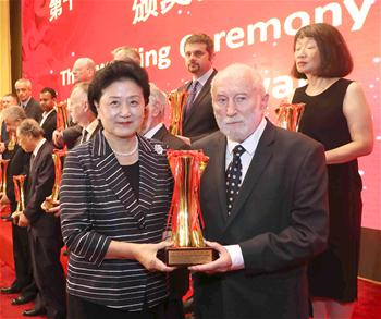 Liu Yandong presents trophies to winners of 11th Special Book Award of China