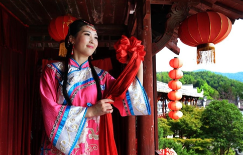 Traditional wedding ceremony of Huizhou performed in E China