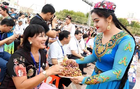 Grape festival opens at Turpan in China's Xinjiang