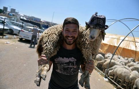 Muslims around world celebrate Eid al-Adha festival