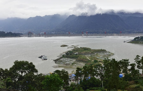 China's Three Gorges project starts to launch water storage test