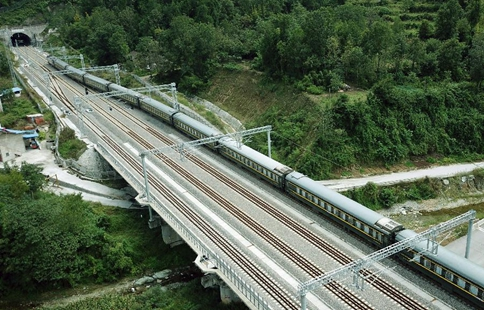 Lanzhou-Chongqing railway to open to traffic on Sept. 29