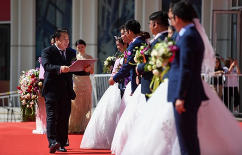 Group wedding held in Tianjin